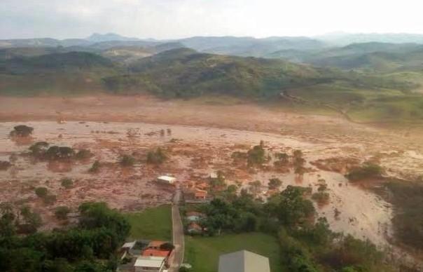 Из-за пропрыва дамбы железорудной шахты вБразилии погибли покрайней мере 17 человек