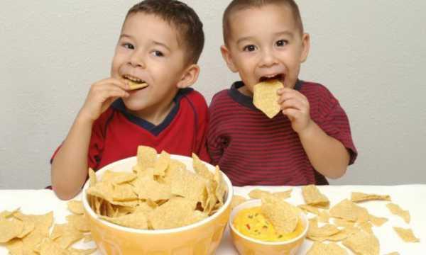 Американские ученые назвали самую вредную еду для детей