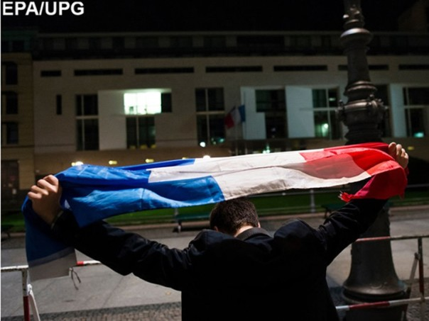 Спецназ начал штурм схваченного встолице франции театра