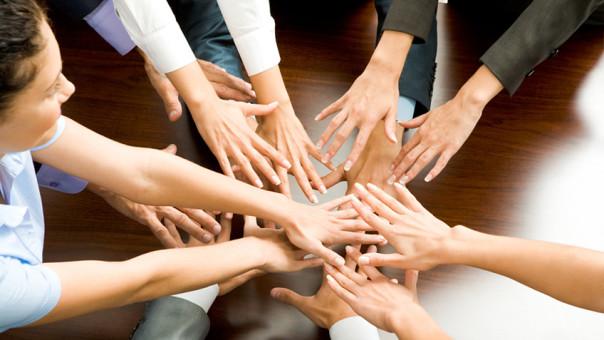 Помощь другим избавляет отпоследствий каждодневных стрессов— Исследование