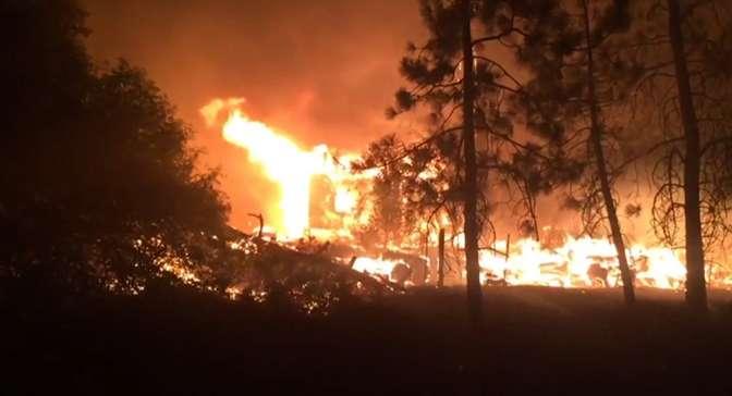 Майли Сайрус иДжерард Батлер остались без домов— Пожар вКалифорнии