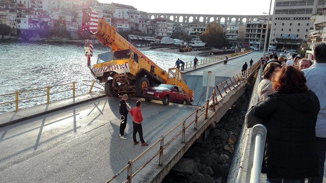 Размещено видео сместа обрушения моста вГреции