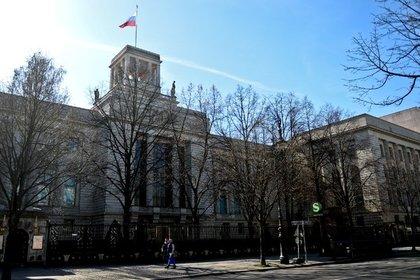 Душевнобольной поляк пытался проникнуть впосольство России вБерлине