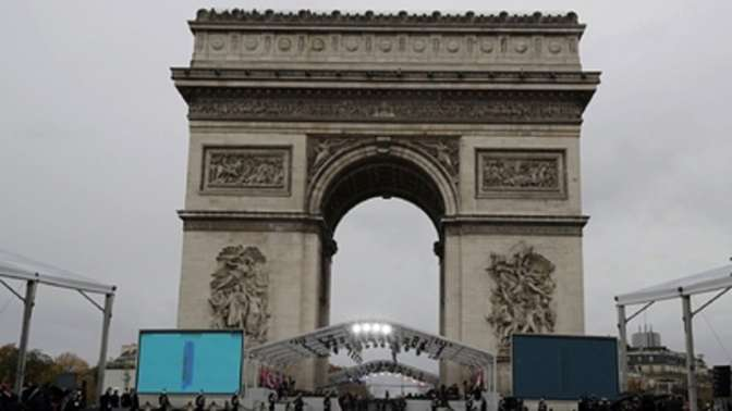 ВКремле увидели, что встолице франции незачитали письмо русского бойца