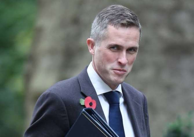 Times: Министр обороны Великобритании собирался сдвинуть Терезу Мэй