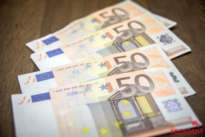 Наторгах 28января евро идоллар подорожали
