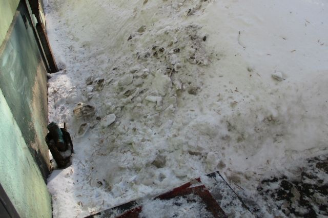 Возбуждено уголовное дело пофакту травмирования самарского подростка глыбой льда скрыши