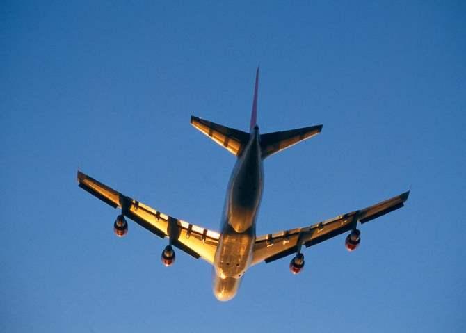 Пассажирский самолет превысил скорость звука