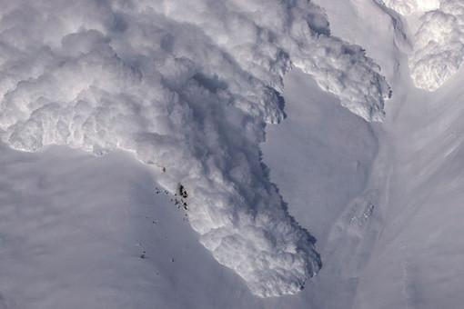 Нашвейцарском горнолыжном курорте сошла лавина, разыскивают 12 человек