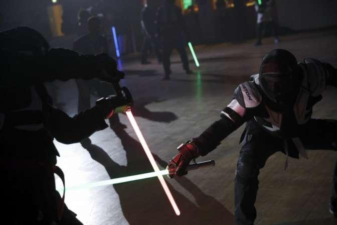 Поединки насветовых мечах объявили новым видом спорта воФранции