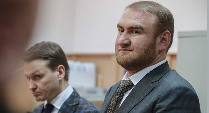 Семья сенатора Арашукова продаёт питерскую квартиру