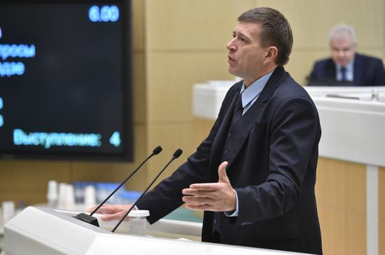 Граждан России хотят обязать содержать детей-студентов вовремя учебы в институте
