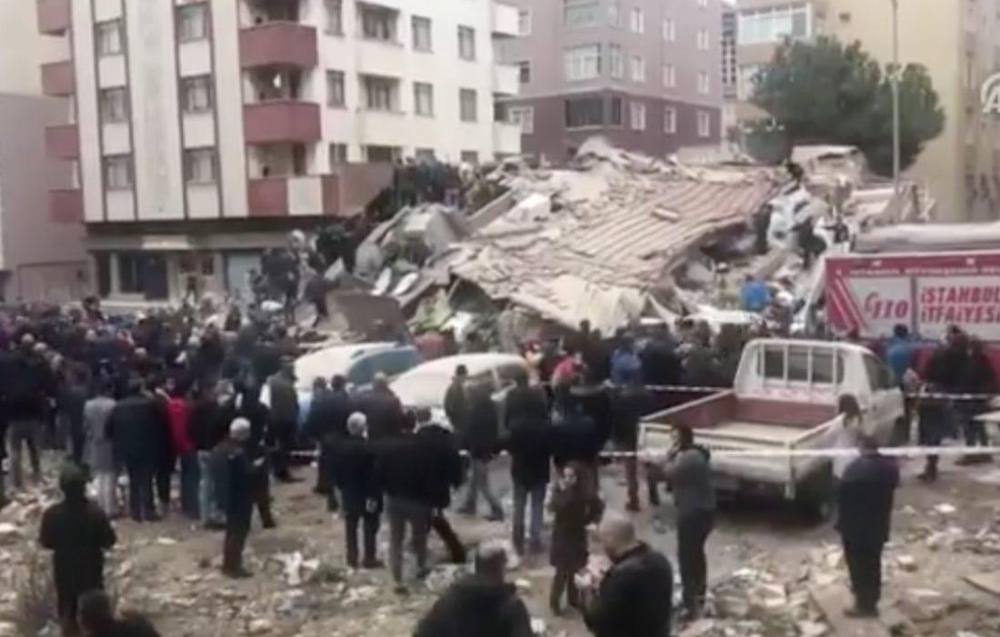 Жертвами обрушения здания вСтамбуле стали три человека
