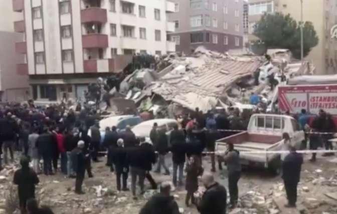 В Стамбуле жертвами обрушения дома стали 14 человек