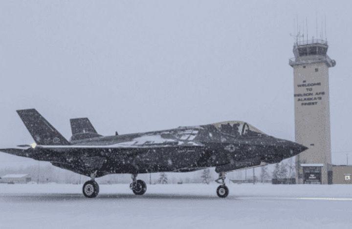 На Аляску будут переброшены 150 F-22 и F-35. Зачем?