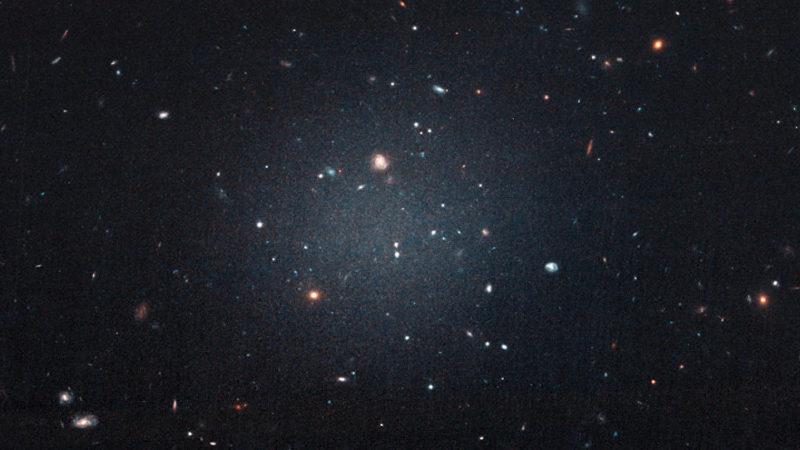 Дефицит темной материи в двух далеких галактиках может указывать на существование новой темной силы