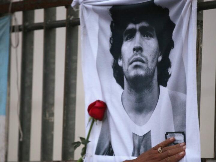 Марадона похоронен на кладбище в Белла Виста недалеко от Буэнос-Айреса, говорится в отчете