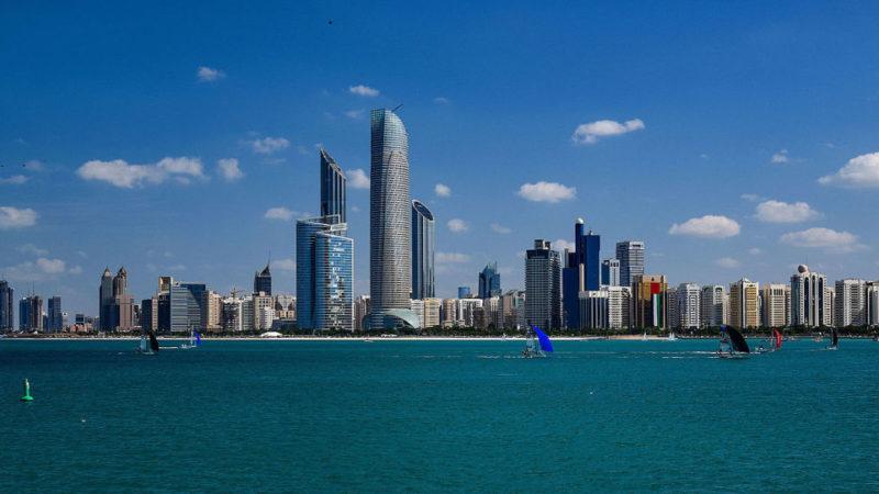 ОАЭ продлевают 10-летнюю систему получения золотой визы для врачей и высокотехнологичных специалистов