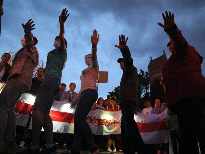 Около 250 человек задержаны во время акций протеста оппозиции в Минске, заявляют власти города