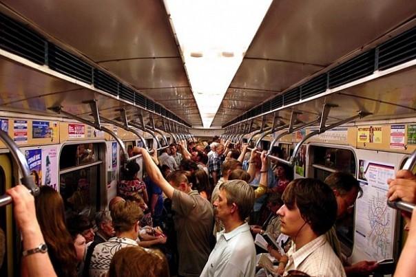 фото приставания в общественном транспорте