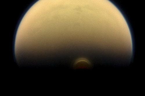 Специалисты NASA впервые увидели зиму наТитане