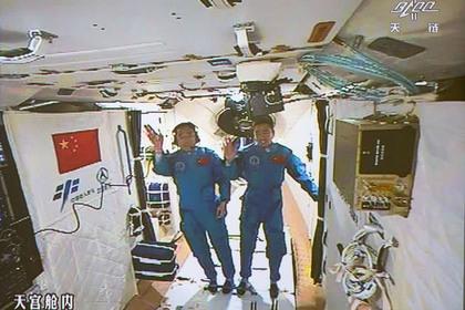 Член экипажа «Шэньчжоу-11» рассчитывает навстречу синопланетянами