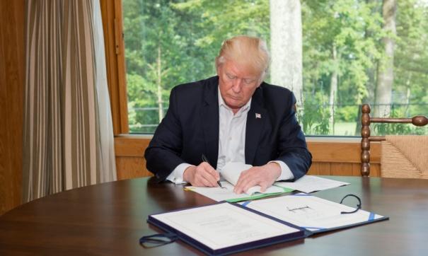 Трамп отменил пресс-конференцию порезультатам G20 из-за смерти Буша