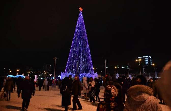 Наканикулах ледяной городок «Ветер сВостока» посетили 206 тыс. человек